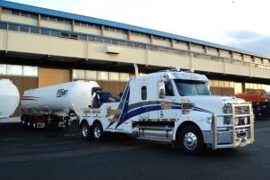swan-towing-freightliner-towing-tanker