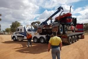 swan-towing-truck-23-freightliner-coronado-loading-truck-onto-flat-top