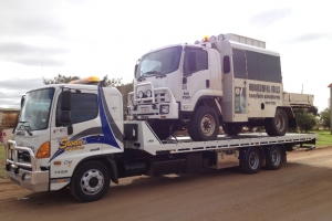 swan-towing-truck-7-4x4-tour-bus