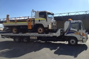 swan-towing-truck-7-medium-truck-2