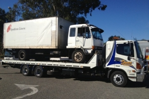swan-towing-truck-7-medium-truck-recovery